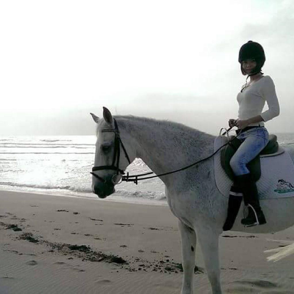 HorseBack Riding along beach 騎馬-戶外