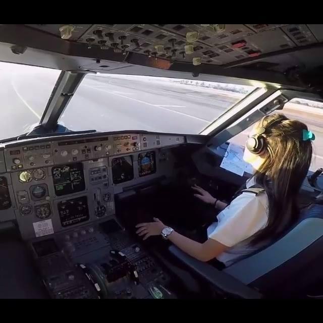 Community video/ flightBeautiful FEMALE PILOT LANDING Airbus…