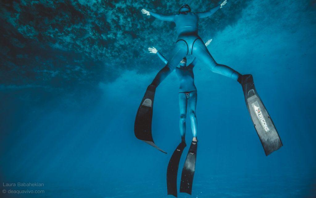 閉一口氣游向深不見底的海,水下83米打破臺灣記錄-黃明峻(小明)和連林嵐(林嵐)