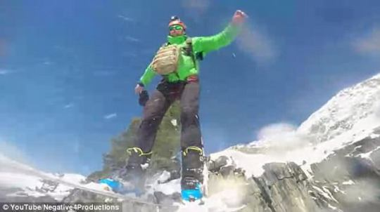 驚險刺激!極限運動員挑戰滑雪跳傘穿越冰川 – 臺灣新浪網