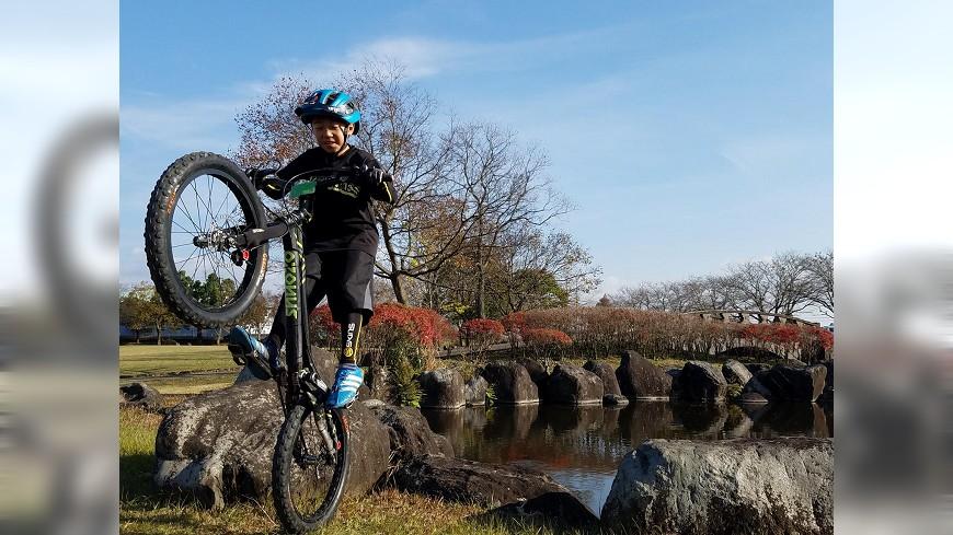 日本超級小學生騎無椅攀岩車如履平地 – TVBS新聞
