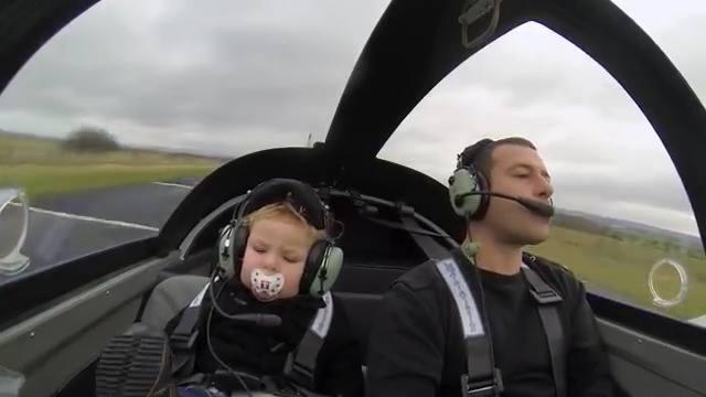 Community video/ fun/ Family time of pilot 興趣要從小培養! XDDDDE a…