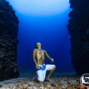 FreeCorner&GoDeper. 深藍為什麼迷人?數字又代表著什麼?一位自由潛水者試著在深度之旅中尋找答案。