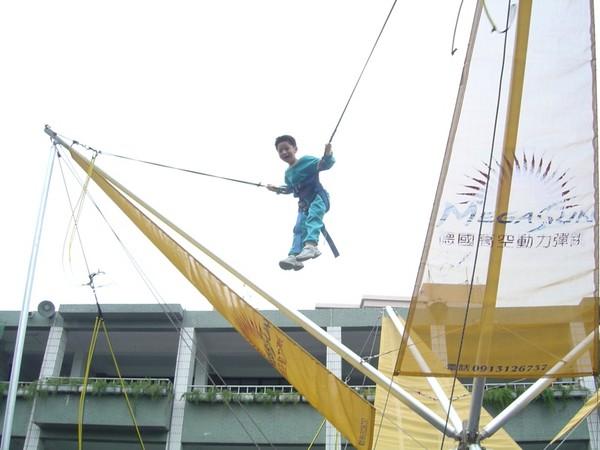 中秋一起跳到月球狂歡!台南「極限動力彈跳」快閃活動 – ETNEWS