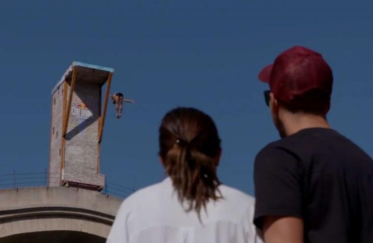 全球懸崖跳水系列賽百年歷史古橋開跳 – 民視新聞