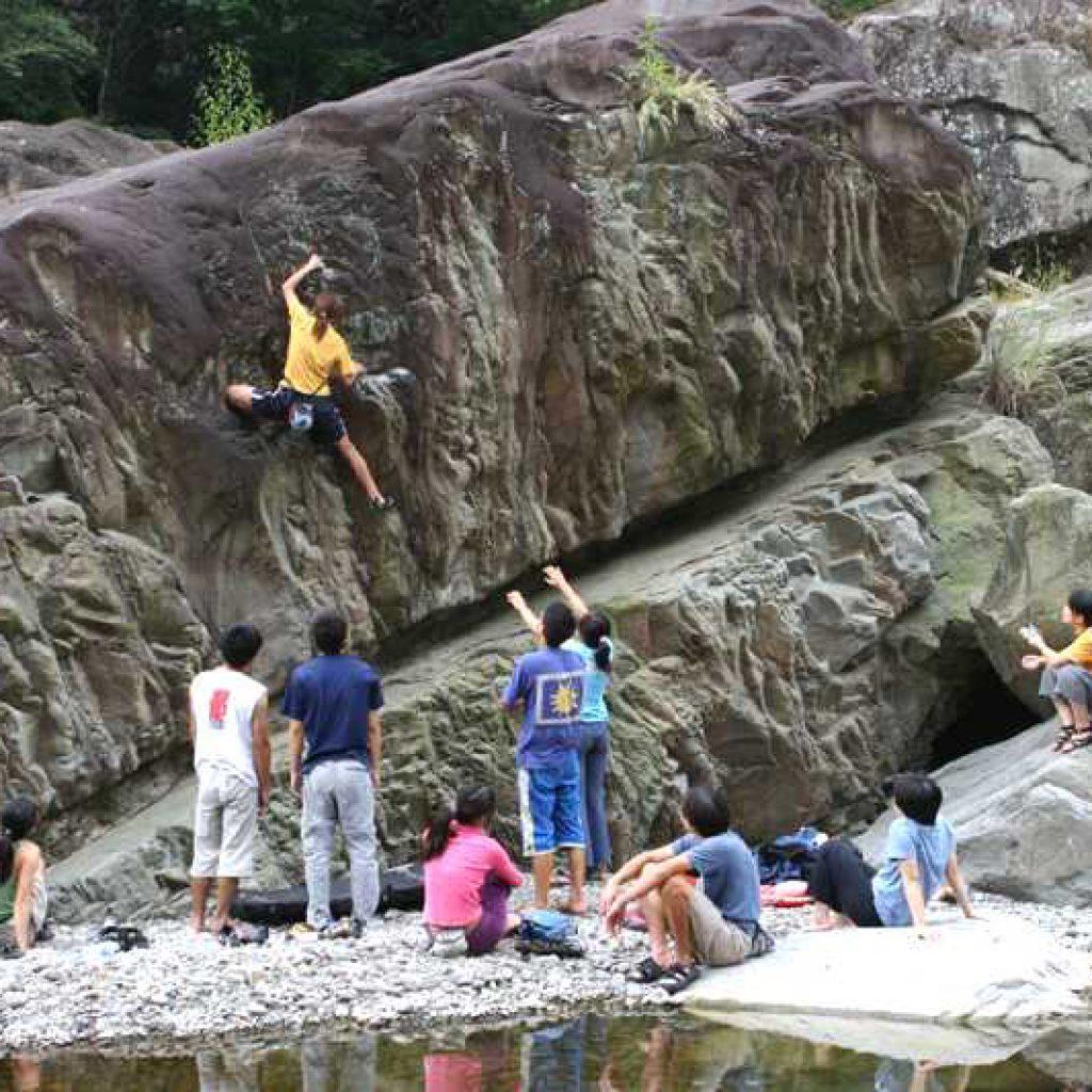 攀岩天然岩場-新竹尖石|鐵嶺抱石場