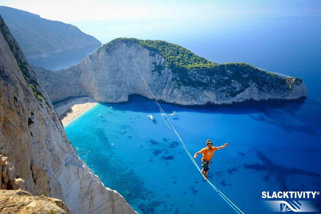 蒙眼走鋼索570公尺破世界紀錄 – 人間福報