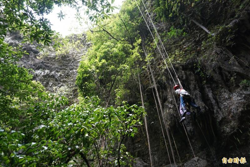 印尼爪哇洞穴探險喜見傳說中的「耶穌光」