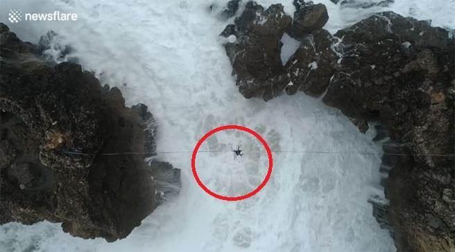 巴西極限玩家懸崖走鋼索60秒驚險瞬間曝光