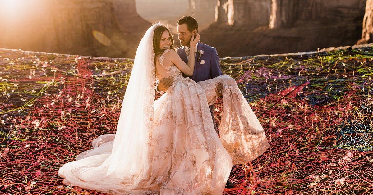 100公尺高的婚禮你敢參加嗎?超膽大新婚夫妻懸崖邊成婚