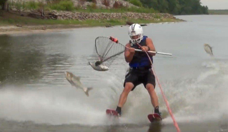影/趣味極限捕魚滑水抄網捉亞洲入侵鯉魚