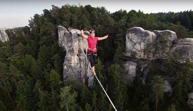 高空走繩驚險刺激訓練身體平衡感