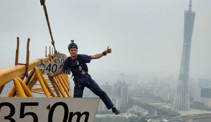 從北京第一高大樓跳傘而下俄羅斯男遭拘10日