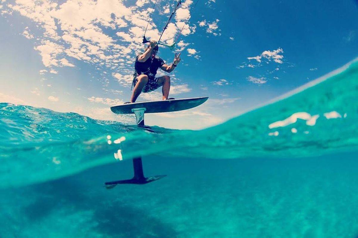 不用在海邊也能衝浪!體驗時速40公里的電動水翼衝浪板 eFoil
