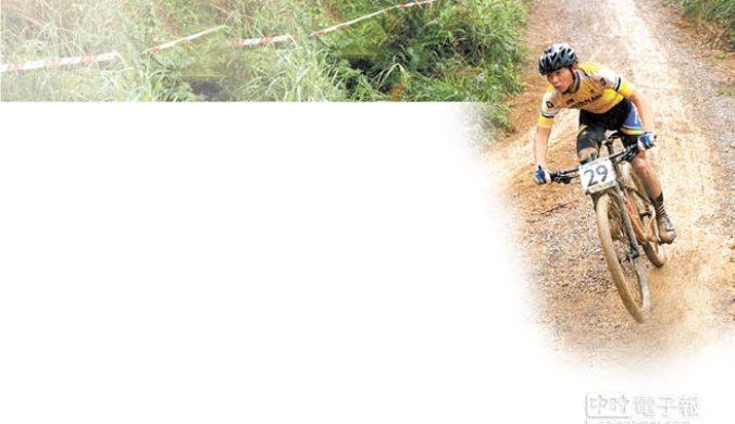 上林山地自行車賽選手雨中競逐