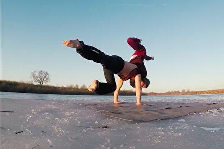1525678891 108 情侶挑戰極限浮冰上完成不可能的任務