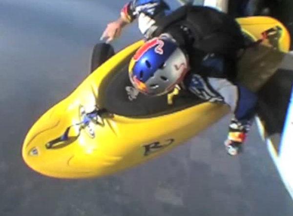 1527718773 298 極限運動員坐皮艇空中飛迎戰恐懼勇氣驚人
