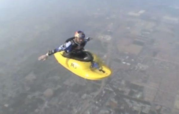 1527718773 82 極限運動員坐皮艇空中飛迎戰恐懼勇氣驚人