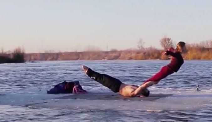 情侶挑戰極限浮冰上完成不可能的任務