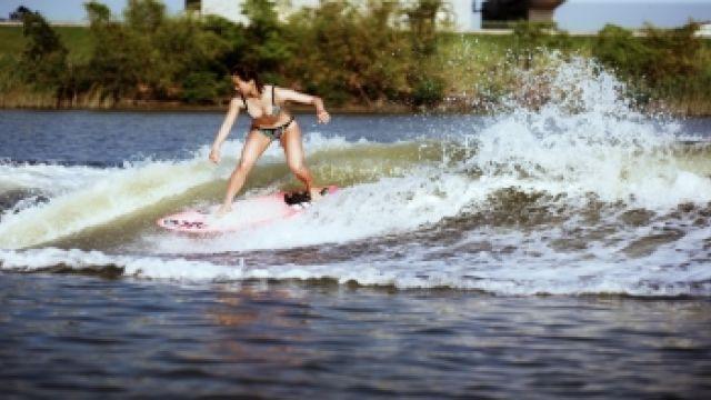 「快艇衝浪」不用跑到海邊!高手曝光好玩秘訣