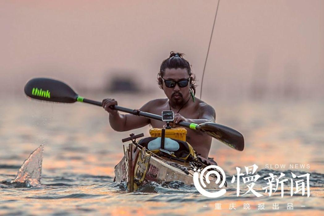重慶小伙一人一舟299天繞遍中國海岸線