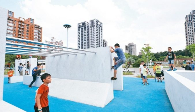 台中市豐樂公園玩「跑酷」
