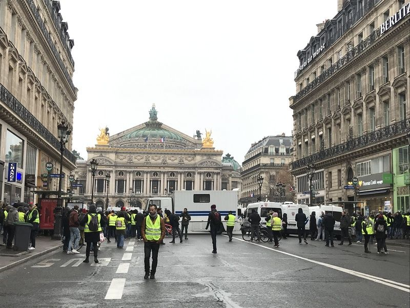 法國黃背心抗議力道減弱 訴求轉向發動公投權 (圖) - Yahoo奇摩新聞