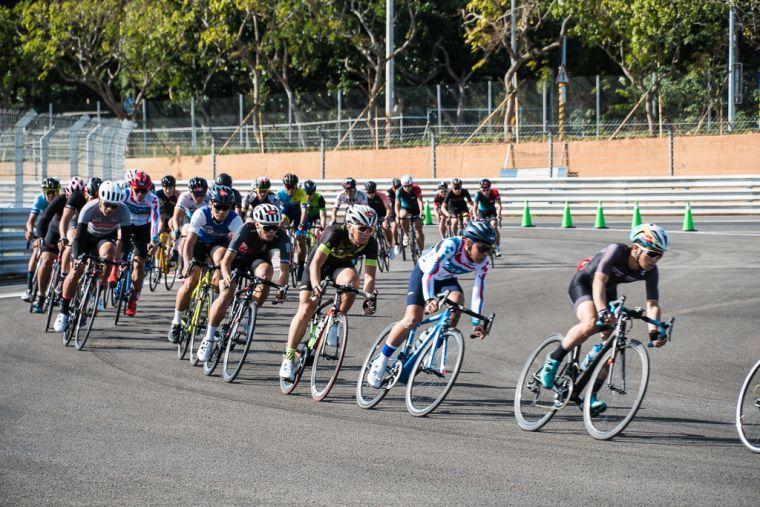 自由車》單車競速賽車跑道 300多名車手引爆麗寶賽車場 - Yahoo奇摩新聞