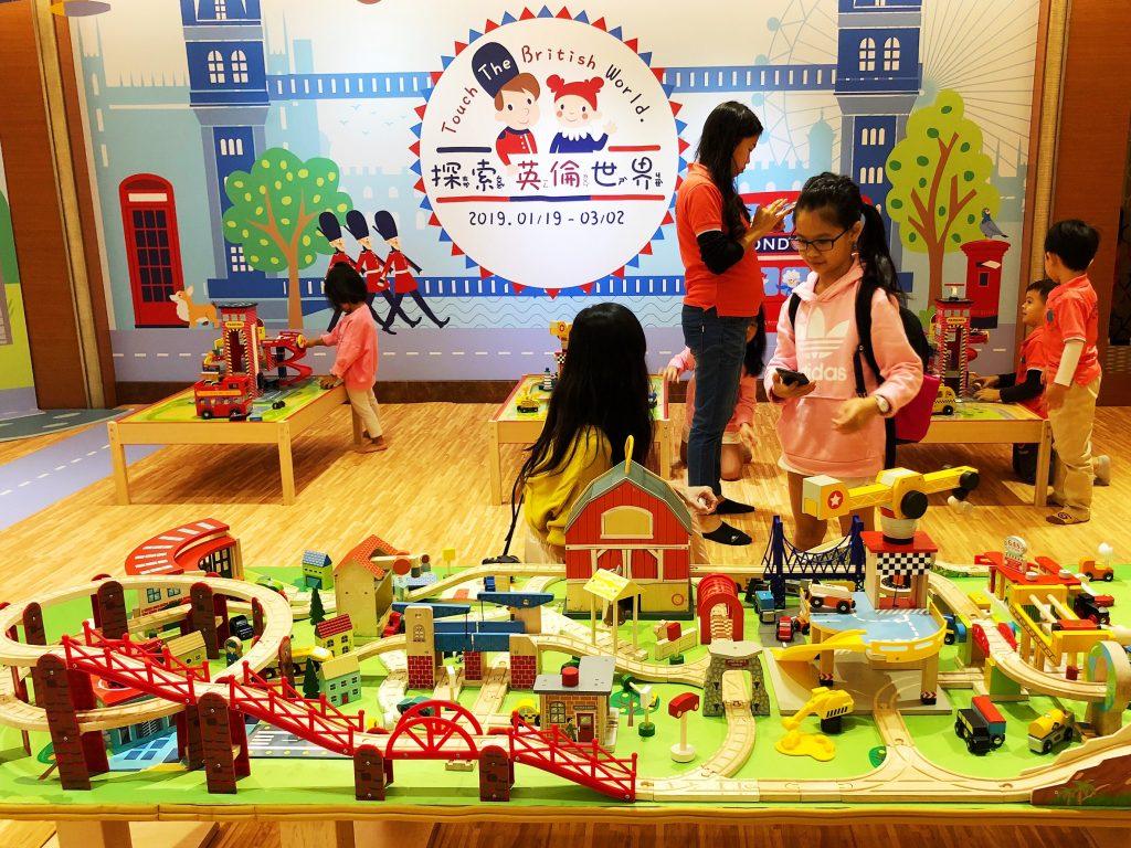 ▲百坪的木製的玩具館,規劃出夢想別墅、餐廳、軌道車、NASA太空人等區域。(圖/記者陳美嘉攝)