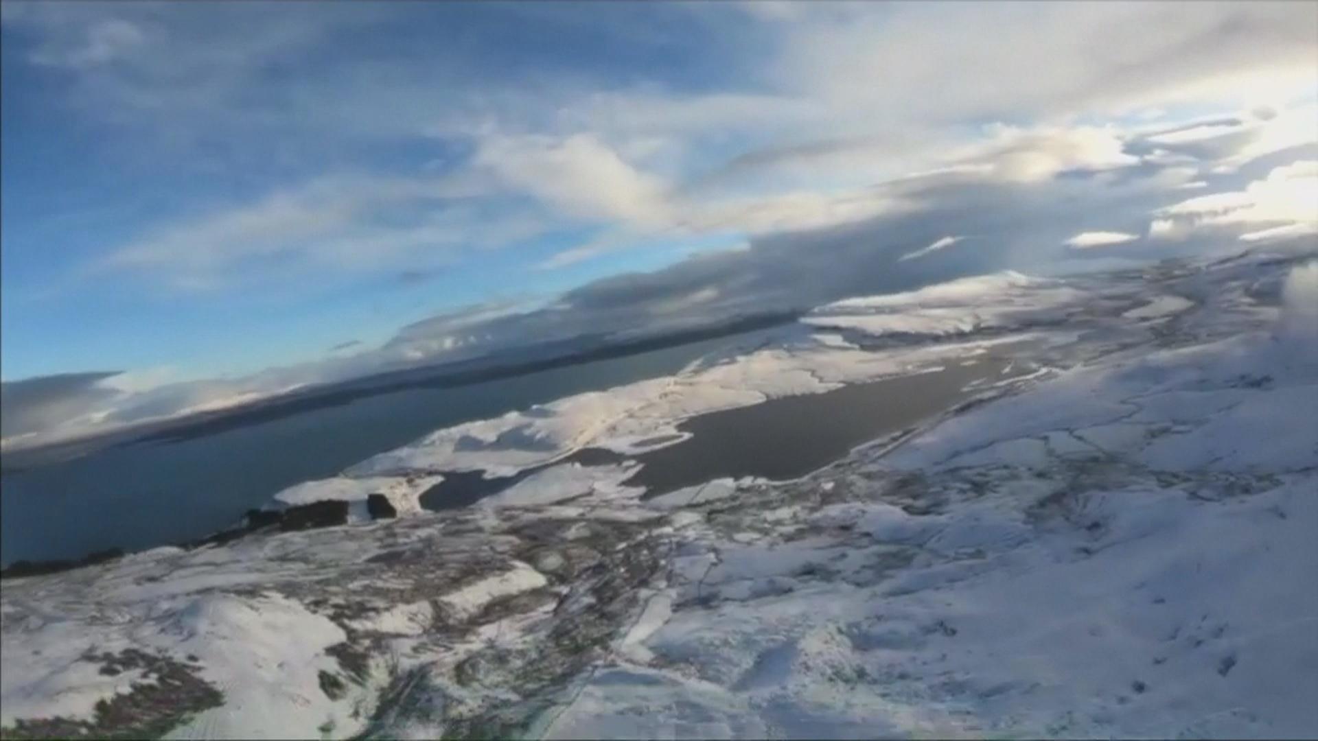 挑戰心臟!滑雪低空跳傘盡收蘇格蘭高地美景 - 新唐人亞太電視台