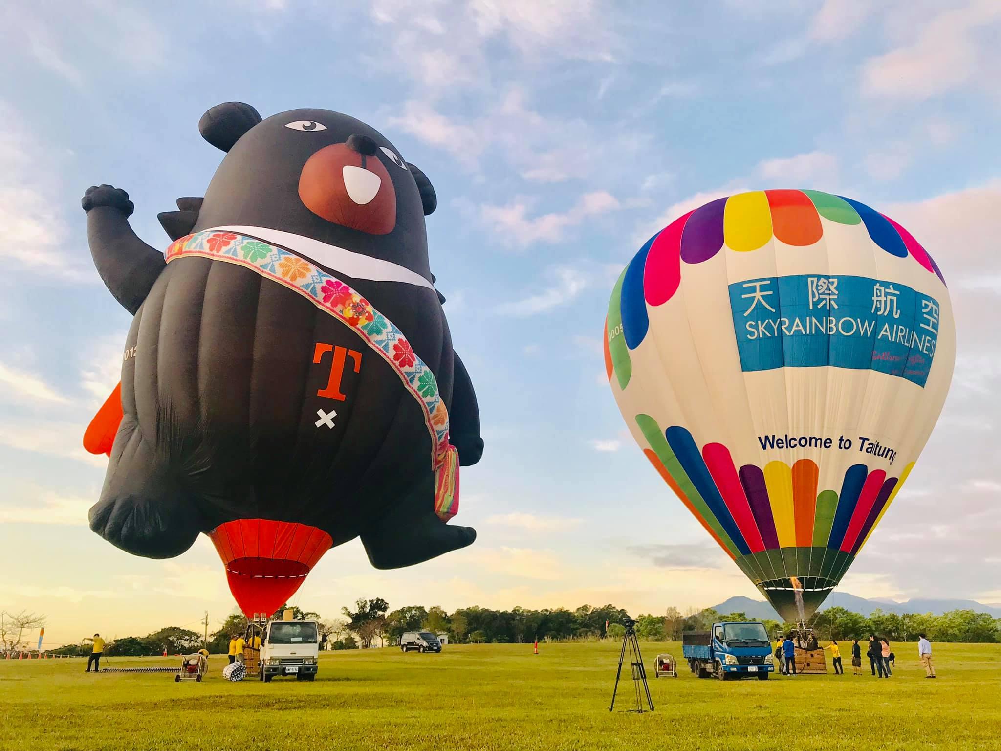 熊出沒⚠️ 久違不見的oh熊今天高臺偷偷出沒囉!搭配天際航空在高臺手牽手飛起來喔! #到底他們有什麼秘密進行中,讓我們看下去........待續..........