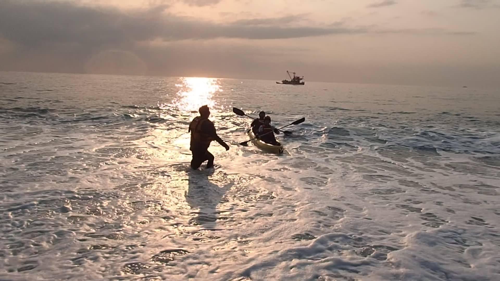 0328清水日出團!今天海水像夏天!海浪也太溫柔了吧!上岸這麼曼也沒翻船!  客人體力不錯唷!居然繞礁成功!(應該是今年前30位)
