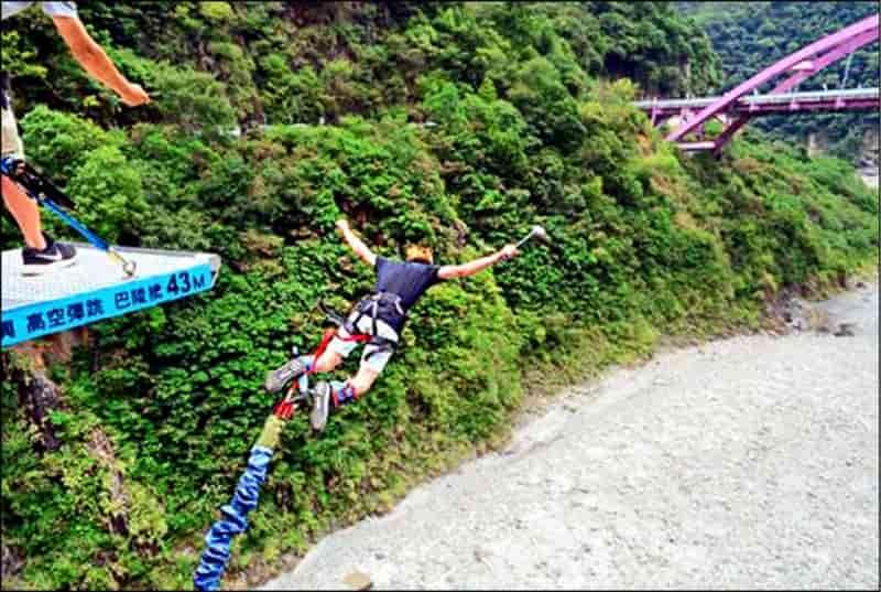 高空彈跳-巴陵吊橋