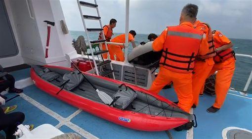 米塔颱風,海巡,獨木舟,澎湖(圖/翻攝照片)