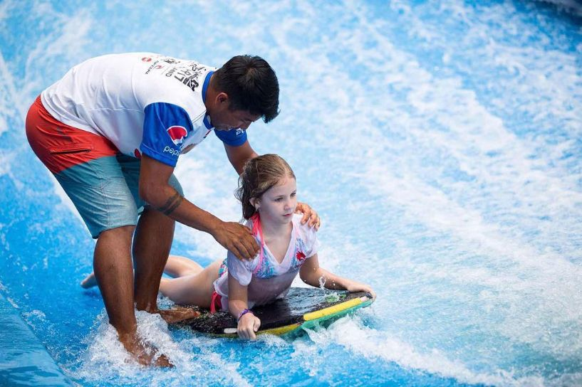 室內衝浪 浪極光Surfing City coaching