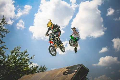 bike-extreme-sports-jump-motocross