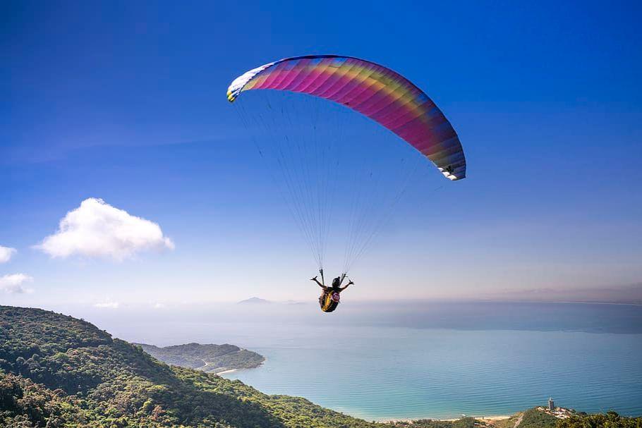 paragliding-adventure-enjoyment-flying-ocean