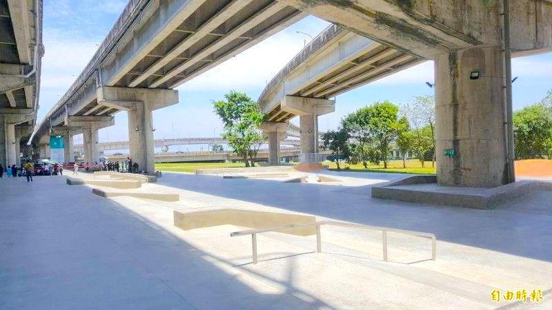 極限運動場-新竹市-左岸河濱公園-滑板場1