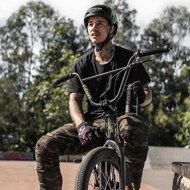 【有片】超有型!BMX明星車手Kyle Baldock在X...
