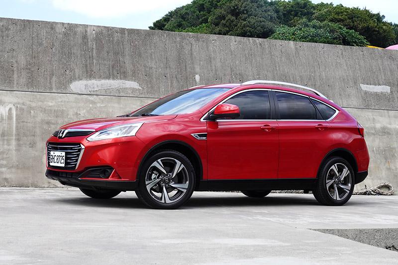 Luxgen U6限量推出80台智遊特仕版,配舊換新現金價69.8萬 - Yahoo奇摩汽車機車
