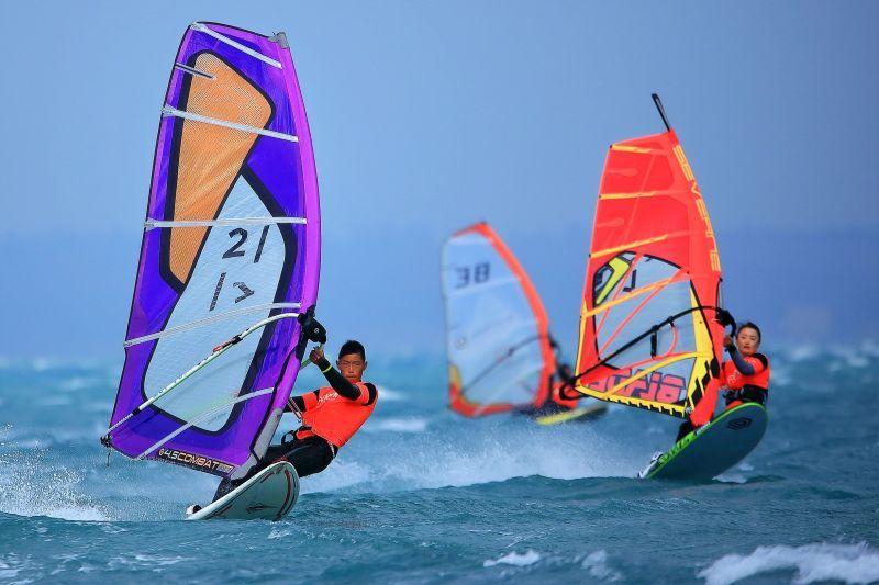 ▲冬季風帆系列賽首先登場的是「第三屆澎湖風箏浪板邀請賽」與「冬季風浪板公開賽」,還有特色經典海鮮料理。(圖/澎湖風帆協會提供)