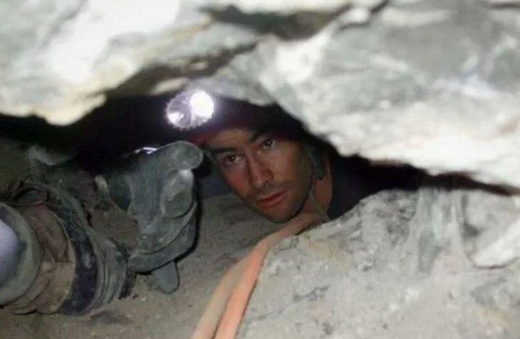 高材生受困「45cm洞穴」 1天救援後竟遭「灌土掩埋」 | 國際 | 三立新聞網 SETN.COM