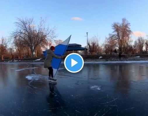 视频:冰面玩帆船?加拿大人让你开眼界!