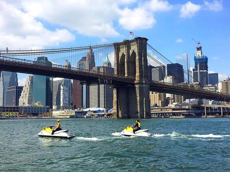 駕駛水上摩托,徜徉在曼哈頓下城海域。(取自Sea the City Jet Sk...