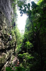 攀岩天然岩場-高雄-一線天岩場-盤龍峽谷