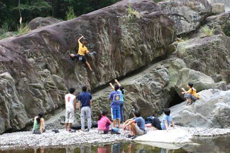 攀岩天然岩場-新竹尖石-鐵嶺抱石場